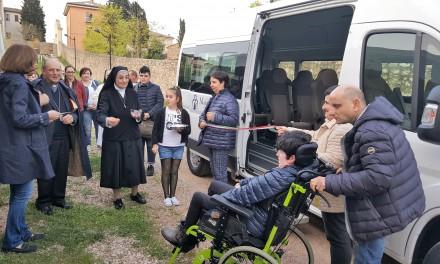 Al Centro Speranza di Fratta Todina un nuovo pulmino per i ragazzi disabili