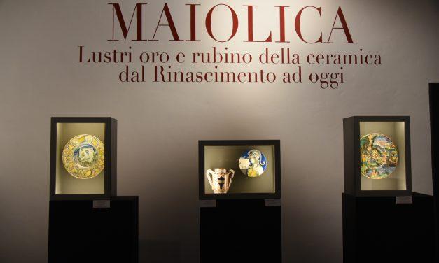 Capolavori della maiolica a lustro in una straordinaria mostra ad Assisi
